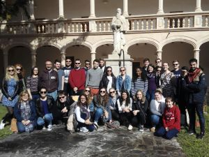 The UK students in front of the statue of Ramon Llull