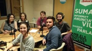 The radio broadcast The trip Ona Mediterrània, with students and Joan Mas Font (right)